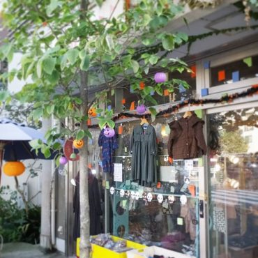 天気の良い一日でしたのでお店をHALLOWEEN仕様にしました。
