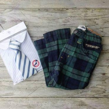 入園式、入学式にも使えそうなタータンチェックのズボンはストレッチが良く効きます。