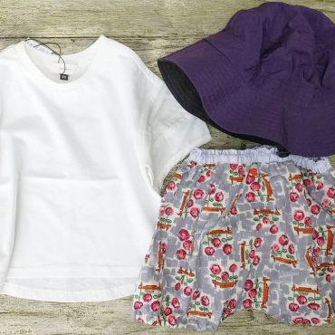 何にでも合わせやすい白のtshirtsです。