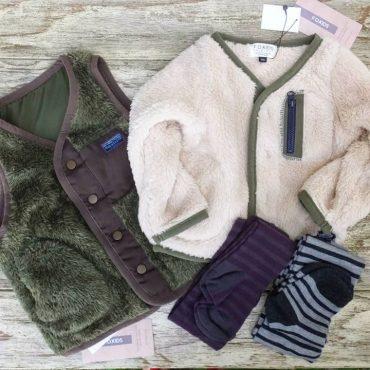 意外と子供は暑がりなのでベスト、ネックウォーマー、ニット帽子、こんな組み合わせでも冬を越せます。