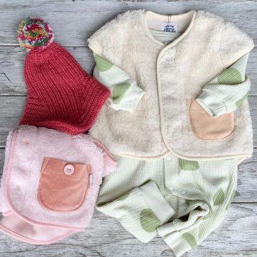 ふわふわのベストと帽子が有れば結構赤ちゃんは温かいです。