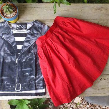 真っ赤なスカート。