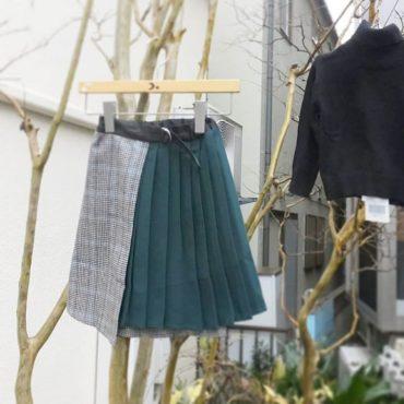アシンメトリーなスカート大人っぽくて素敵です。