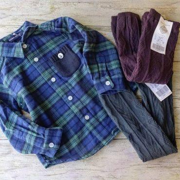 ネルシャツはセーターの下に着ても可愛い。