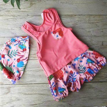 今年水着とっても可愛くて! 前回は紺でしたが、今回はピンク仕入れました。